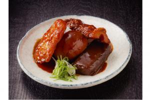 八丁味噌で煮込んだおでんは、具材に味がよく染みてお酒のつまみにもピッタリ。