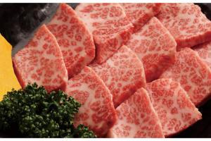 定番ものから売り切れ必須のお肉まで豊富な種類が味わえる。
